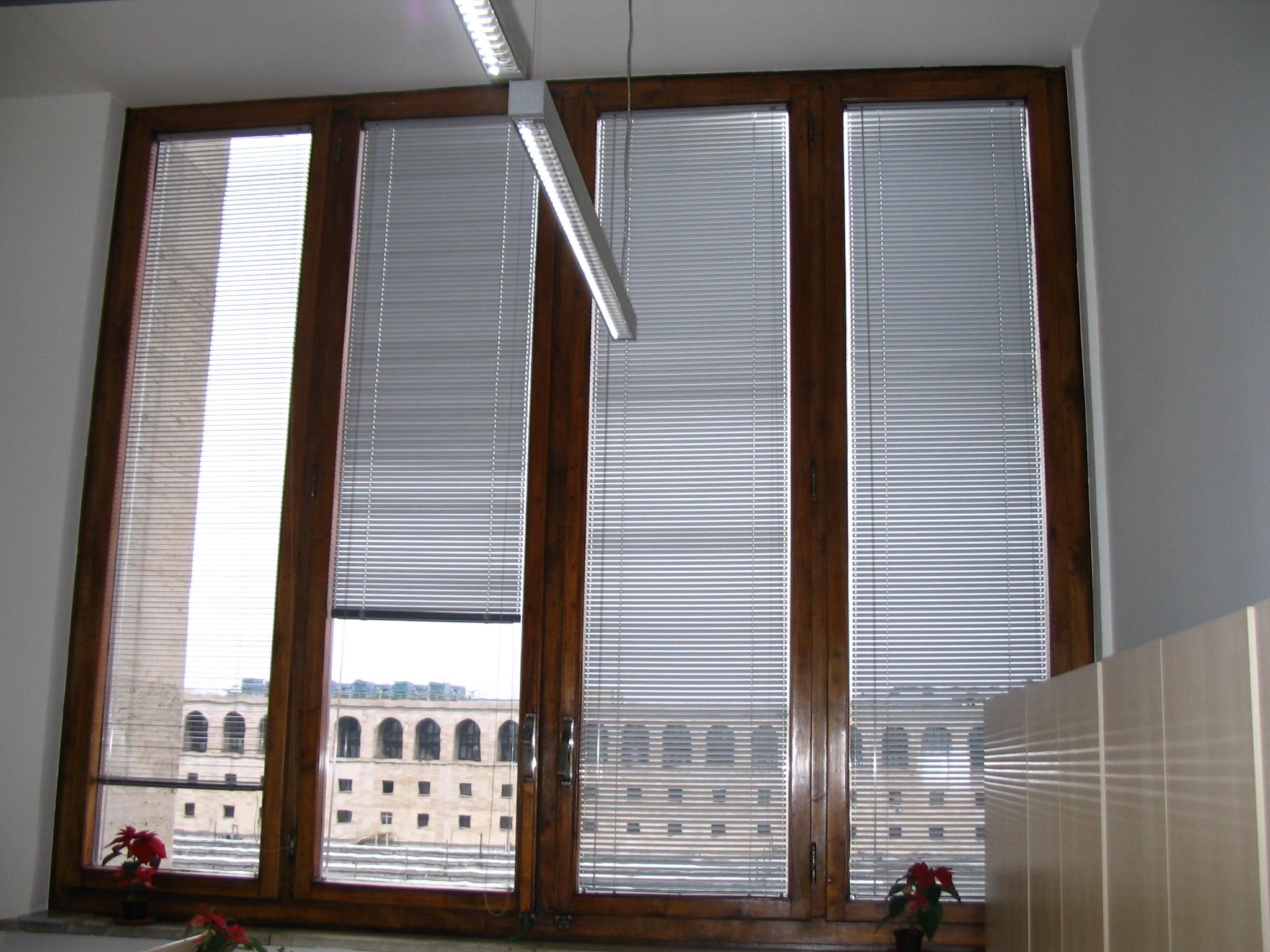 Tende veneziane tende da interno prodotti mefi tende for Tende per finestre da interno