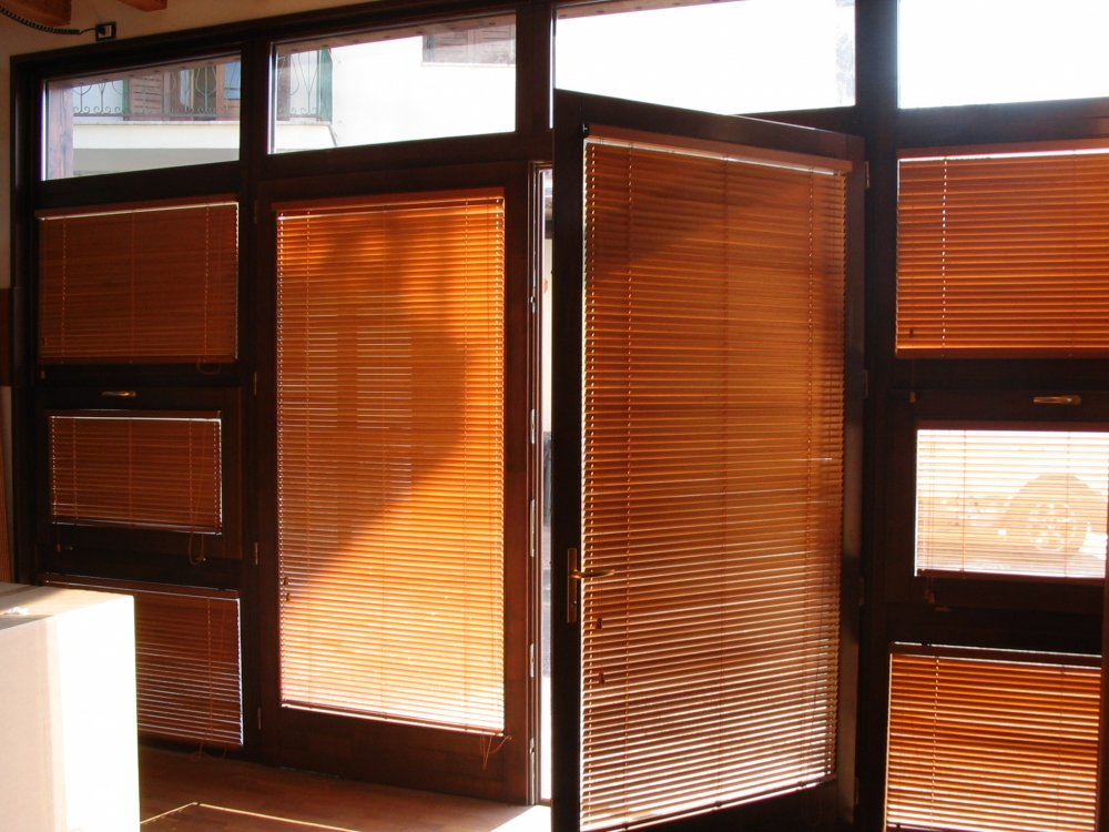 Tende su misura leroy merlin free tende per camera da for Veneziane in legno ikea